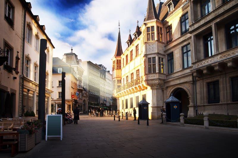 Luxemburg-Stadt - Herzog ` s Palast an einem sonnigen Tag lizenzfreie stockbilder