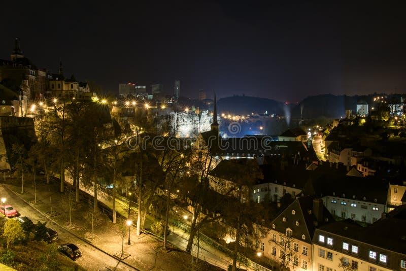 Luxemburg-Stadtskylinenacht stockfotografie