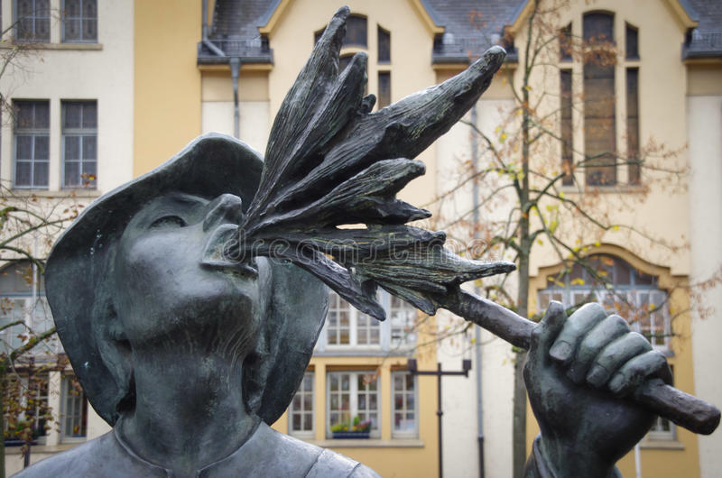 Luxemburgo ateia fogo à escultura do respiradouro fotos de stock royalty free