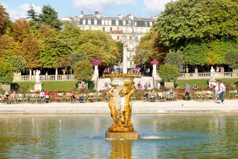 Luxemburgo jardina em Paris em um dia de verão bonito fotografia de stock royalty free