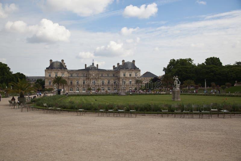 Luxemburgo jardina (Jardin du Luxemburgo) em Paris, França imagens de stock royalty free