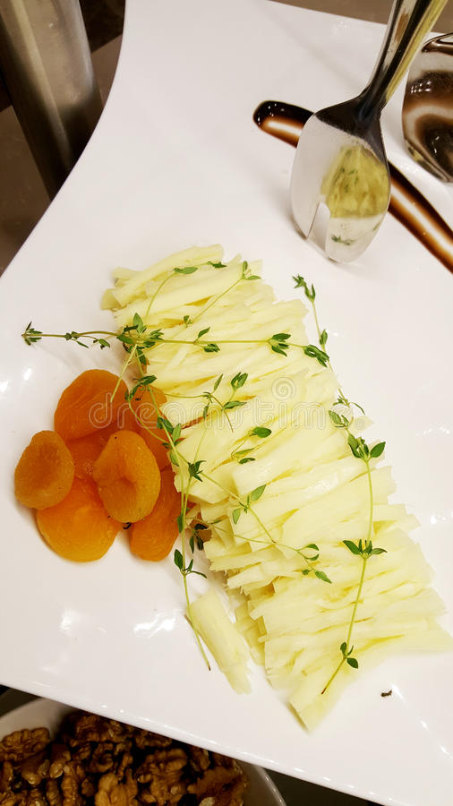 Luxevoorgerechten met parmezaanse kaas en abrikozen royalty-vrije stock foto