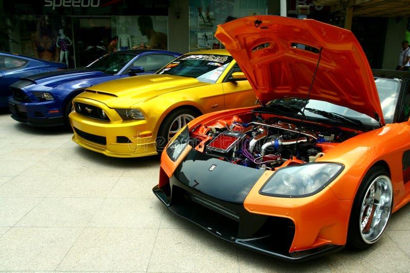 Luxo e carros de corridas caros e personalizados imagens de stock