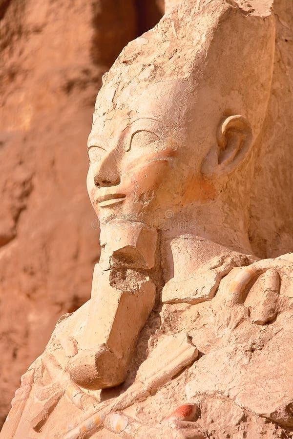 LUXOR, ÄGYPTEN: Osiris-Statue an Hatshepsut-Tempel stockbild
