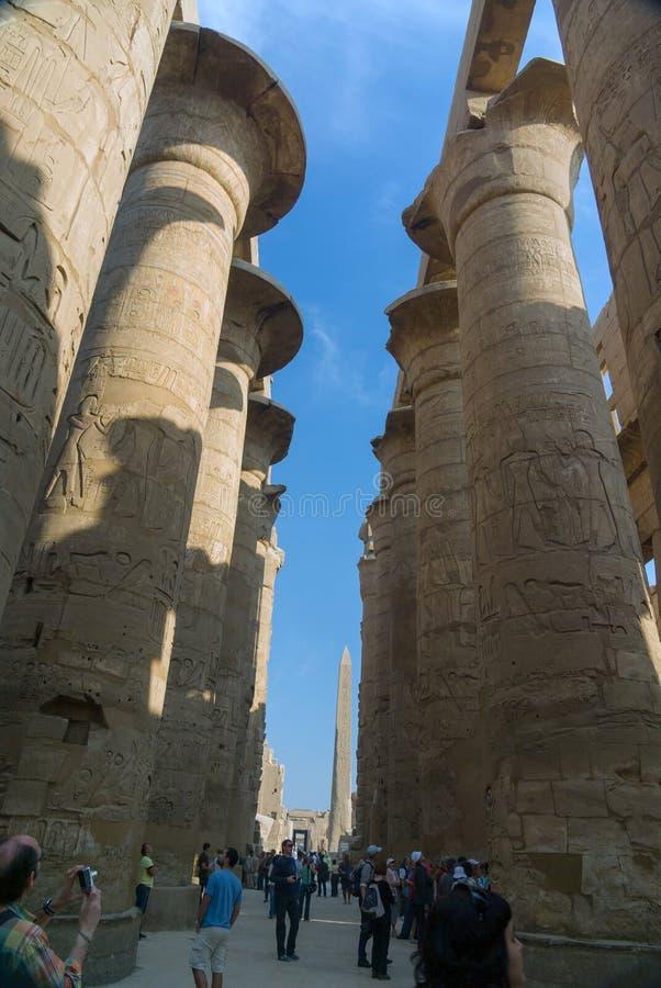 luxor της Αιγύπτου 20 Φεβρουαρίου 2017: Άποψη από κάτω από του τεράστιου συνταγματάρχη στοκ εικόνα με δικαίωμα ελεύθερης χρήσης