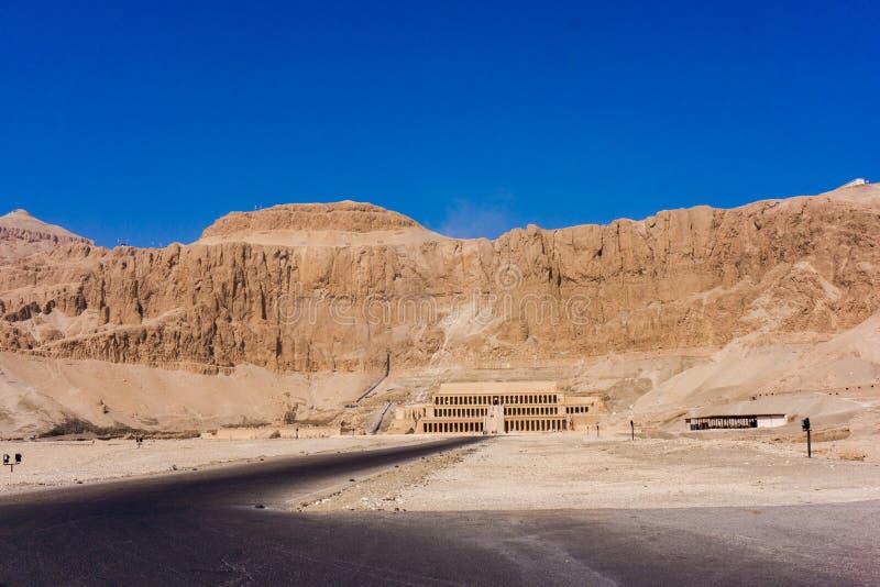 Luxor Egypten - Oktober 15: Templet av Hatshepsut nära Luxor I royaltyfria bilder