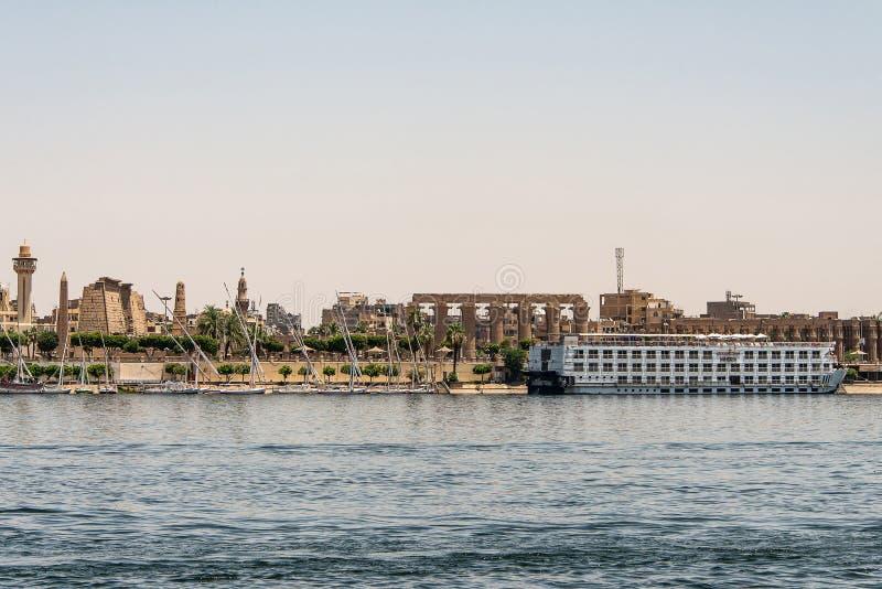 Luxor ?gypten 18 05 Ansicht 2018 über Nile River mit dem Steigenberger Minerva Cruise Boat Hotel auf Westjordanland stockbilder
