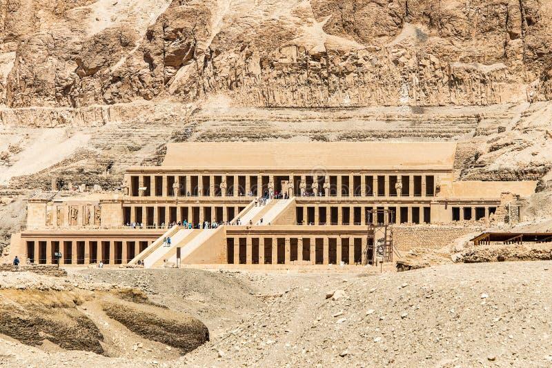 Luxor ?gypten 18 05 2018 der antike Tempel des weiblichen pharao Hatchepsut nahe Luxor in ?gypten lizenzfreie stockfotos