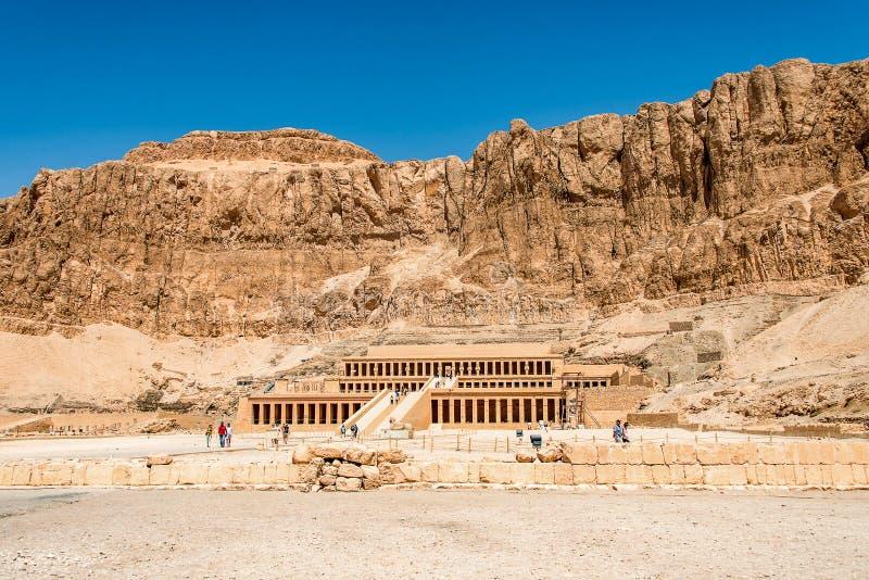 Luxor ?gypten 18 05 2018 der antike Tempel des weiblichen pharao Hatchepsut nahe Luxor in ?gypten lizenzfreies stockfoto