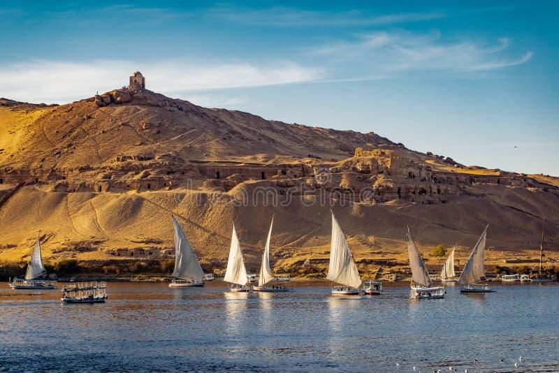 Luxor solnedgång på Nile River Egypt arkivbilder