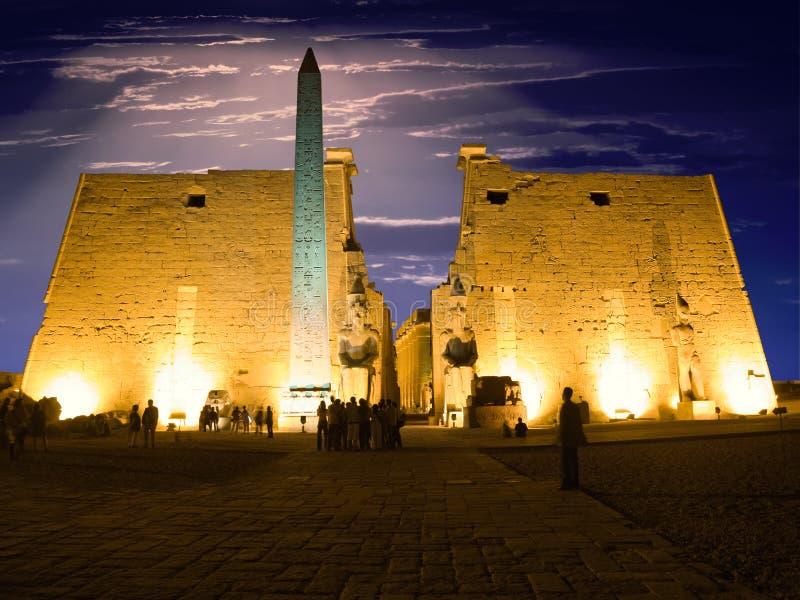 Luxor-Tempel nachts stockfotografie