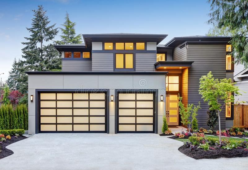 Luxueus nieuwe bouwhuis in Bellevue, WA stock foto