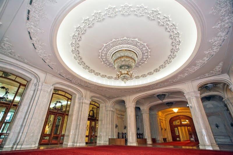 Luxueus paleisplafond stock afbeeldingen