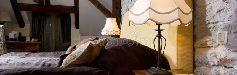 Luxueus slaapkamerbinnenland royalty-vrije stock foto