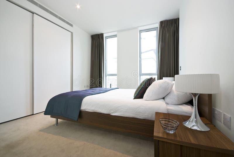 Luxueuze moderne slaapkamer royalty-vrije stock foto's