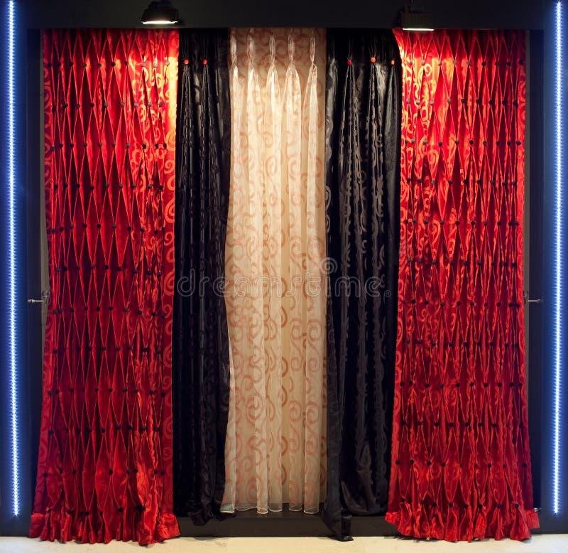 Luxueuze venstergordijnen royalty-vrije stock afbeelding