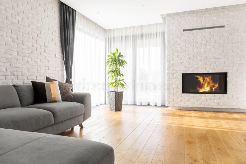 Luxueuze woonkamer met bank stock foto's