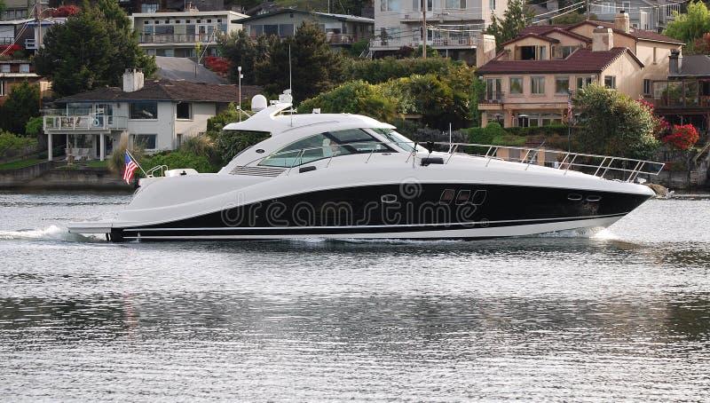 Luxueuze zwart-witte powerboat royalty-vrije stock afbeelding
