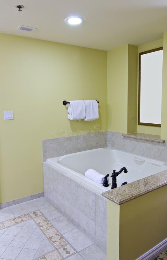 Luxuriöse Hotelbadewanne stockfotografie