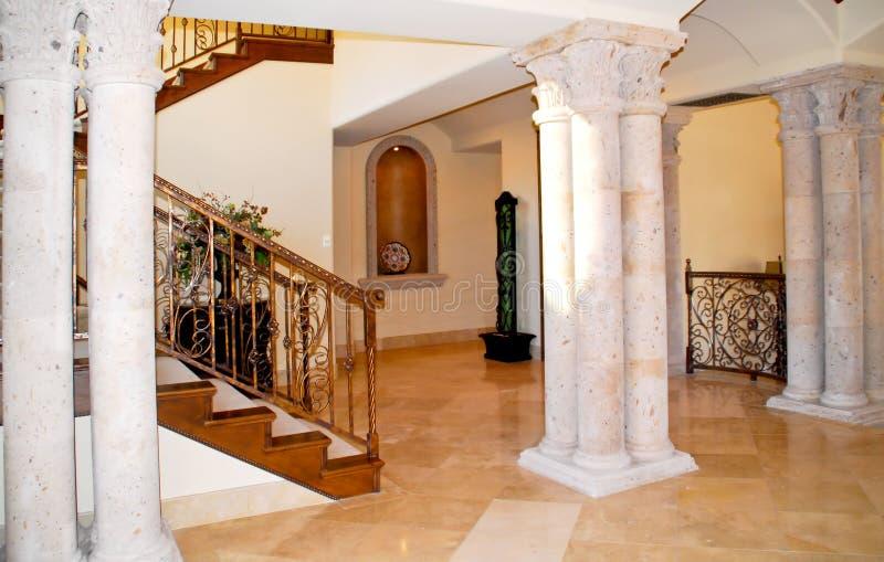 Luxuriöse moderne Halle stockbild