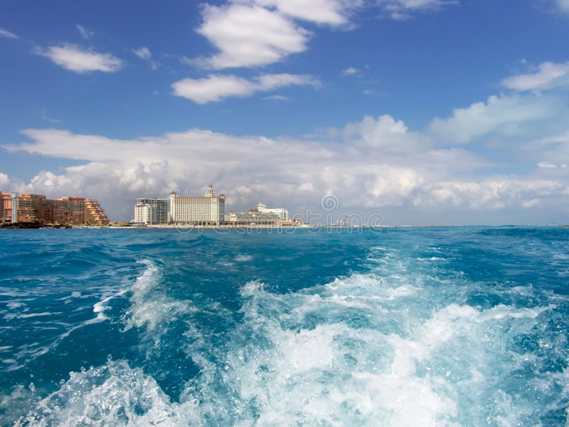Luxuriöse Ufergegend-Lebensdauer lizenzfreie stockfotos