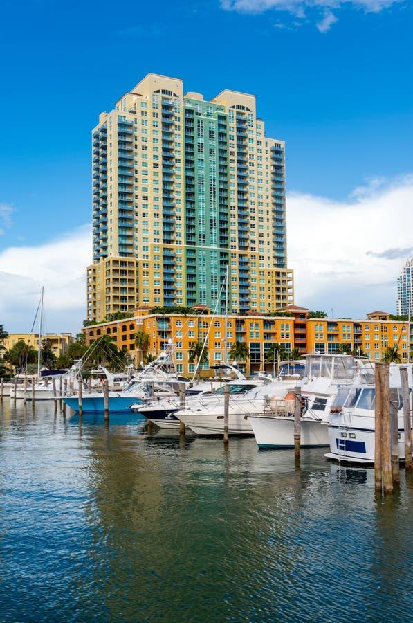 Luxuriöser Jachthafen in Miami stockfotos