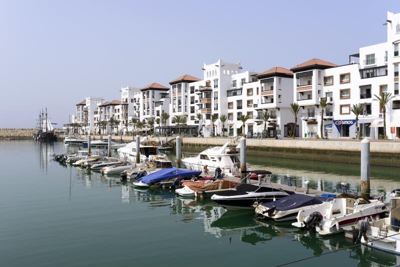 Luxuriöser Jachthafenbezirk lizenzfreie stockfotografie