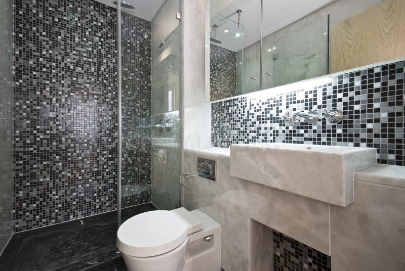 Luxuriöses Badezimmer in Schwarzweiss stockbilder