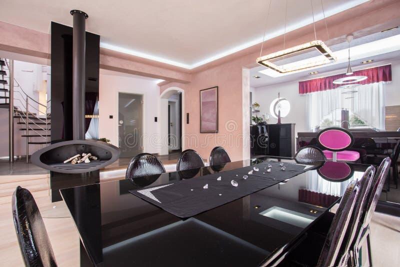 Luxuriöses glänzendes Esszimmer lizenzfreies stockbild