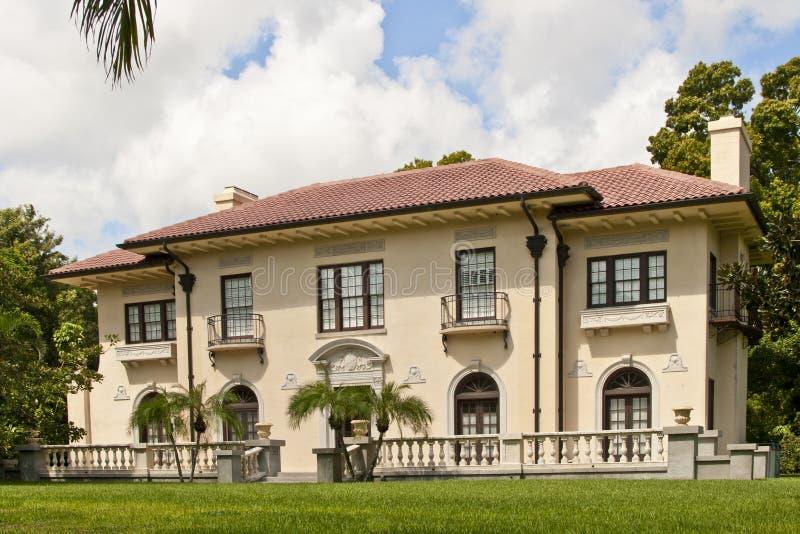 Luxuriöses Haus in den Tropen lizenzfreies stockbild