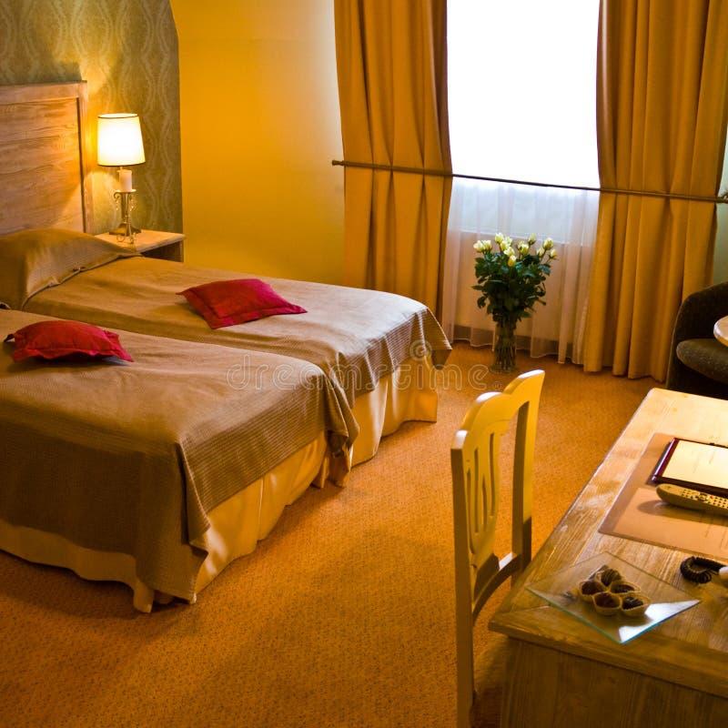 Luxuriöses Hotelzimmer lizenzfreie stockfotos