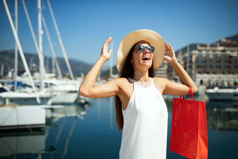 Luxuriöses Leben für die Frau, die Reise, Sommerferien genießt stockbild