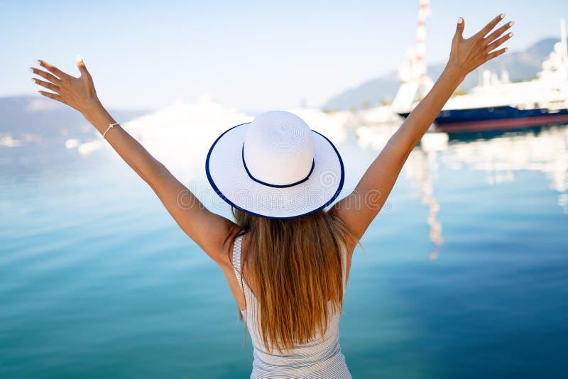 Luxuriöses Leben für die Frau, die Reise, Sommerferien genießt stockfotos