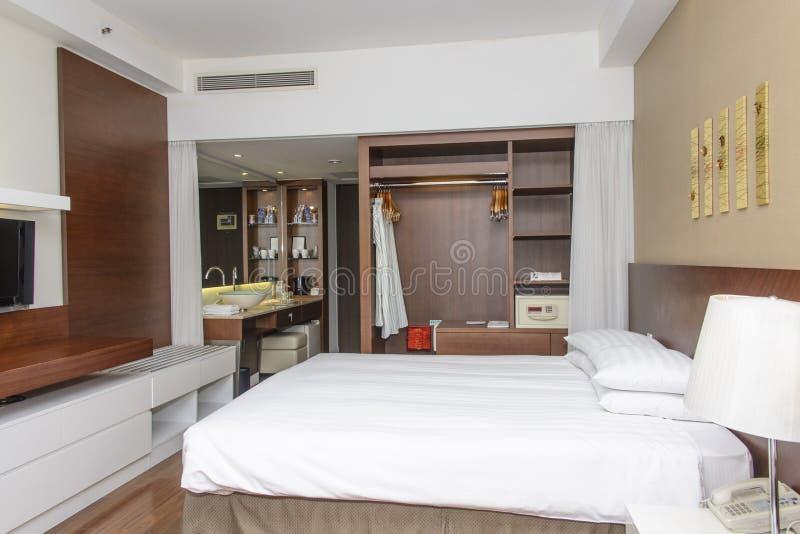 Luxuriöses modernes Hotelzimmer lizenzfreies stockbild