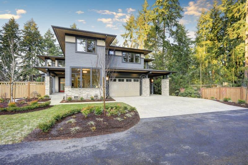 Luxuriöses Neubauhaus in Bellevue, WA stockbild