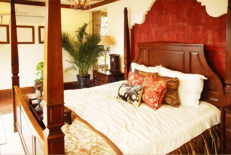 Luxuriöses Schlafzimmer lizenzfreie stockbilder