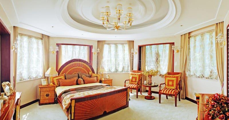 Luxuriöses Schlafzimmer stockbild