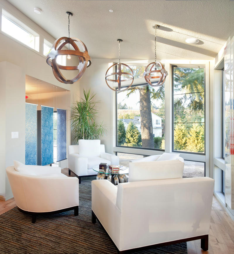 Luxuriöses Wohnzimmer lizenzfreie stockbilder