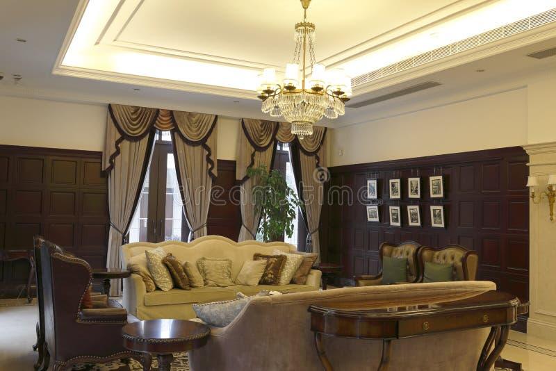 Luxuriöses Wohnzimmer von EuropaSchriftart des Vereins stockfotos