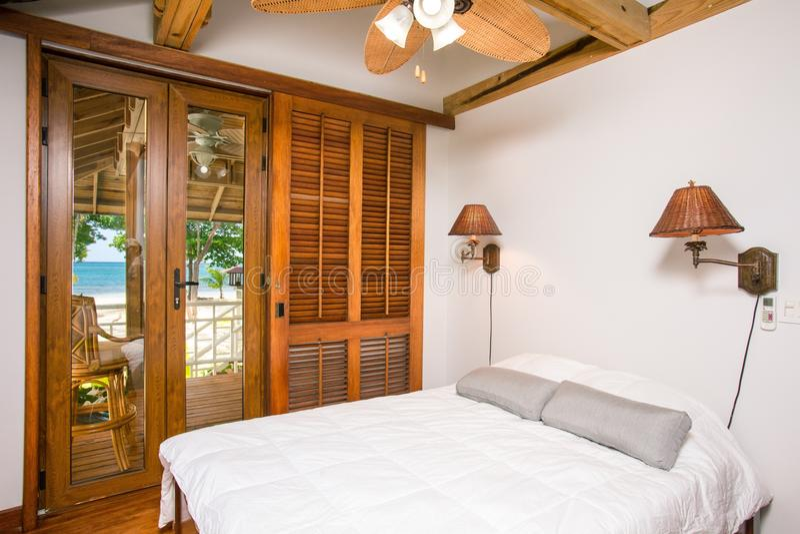 Luxurious modern bedroom royalty free stock photos