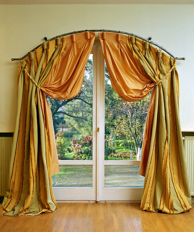 Free Luxury Curtain Stock Photos - 6571683