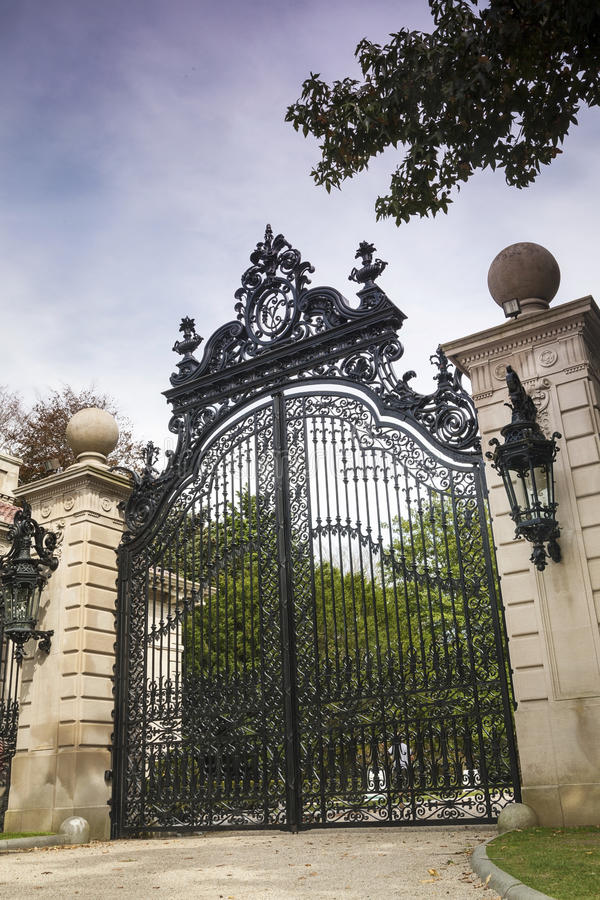 Download Luxury Gate To Gilded Age Mansions: The Breakers Stock Image - Image: 32907821