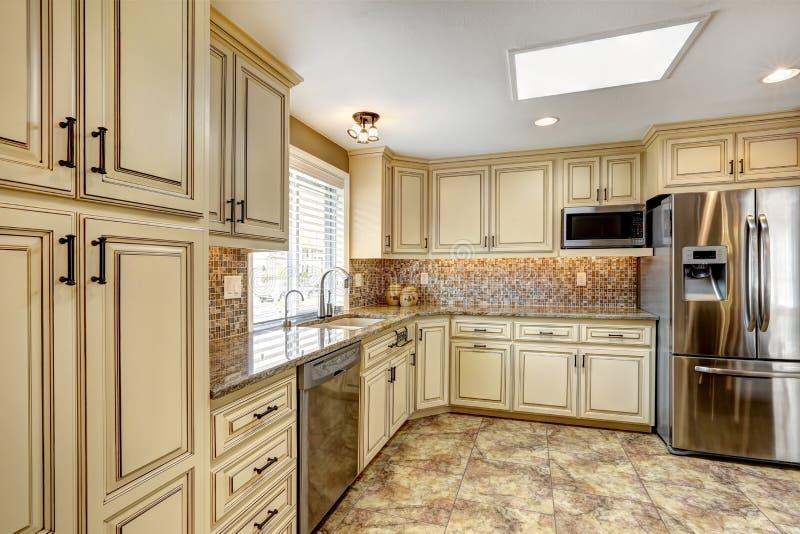 Luxury Kitchen Interior With Back Splash Trim And Tile ...