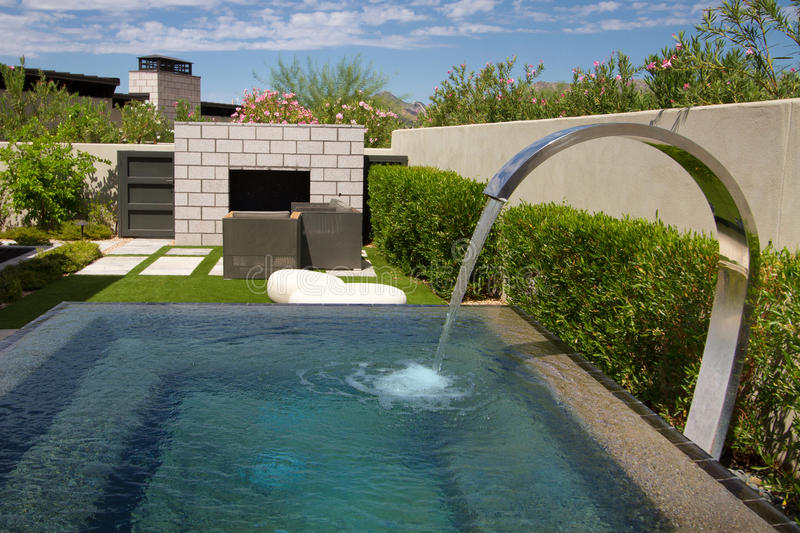 Download Luxury Mansion Home Outdoor Patio Garden Fountain Stock Image