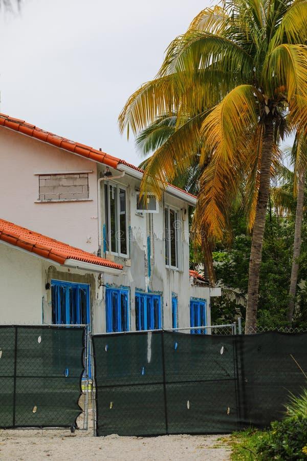 Luxus- Haus unter Erneuerung Süd-Florida stockfotos