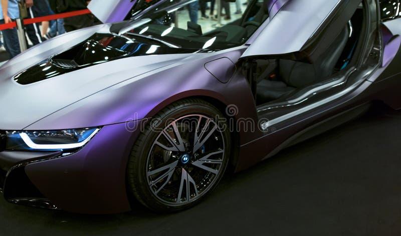 Luxus-hybrides elektrisches Coupé BMWs i8 Hybrider EinsteckSportwagen Konzeptelektro-mobil Autoäußerdetails stockfotografie