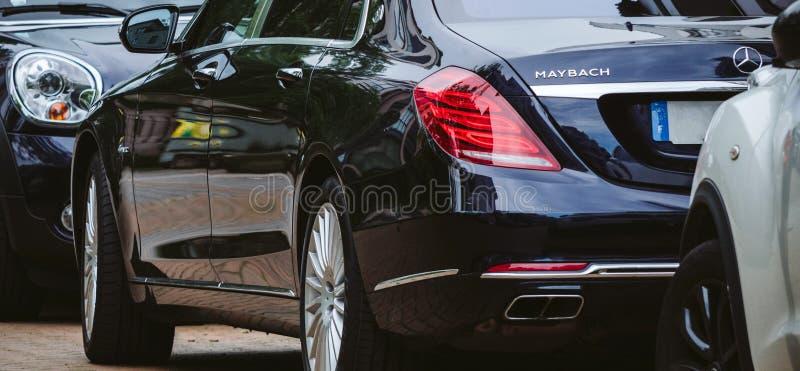 Luxus-Maybach-Auto geparkt auf Straße lizenzfreies stockfoto