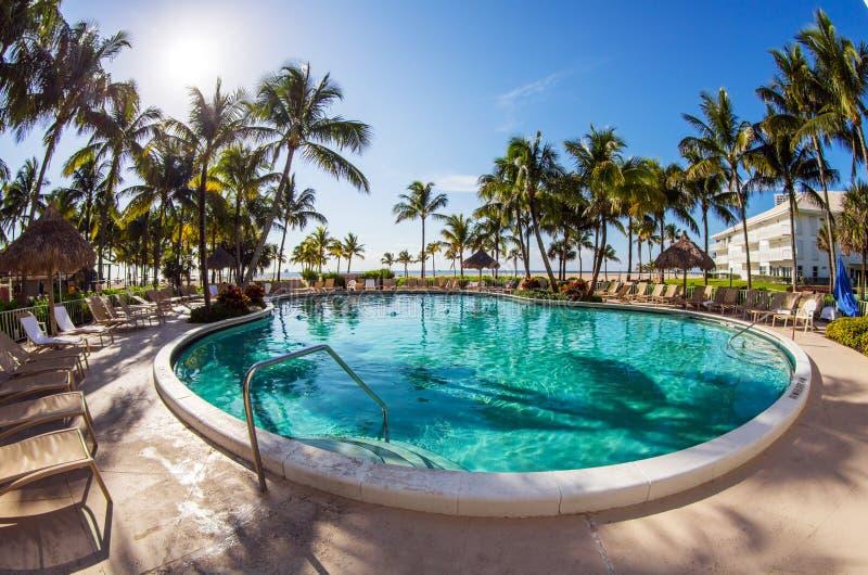 Luxus-Resort-Pool stockfoto