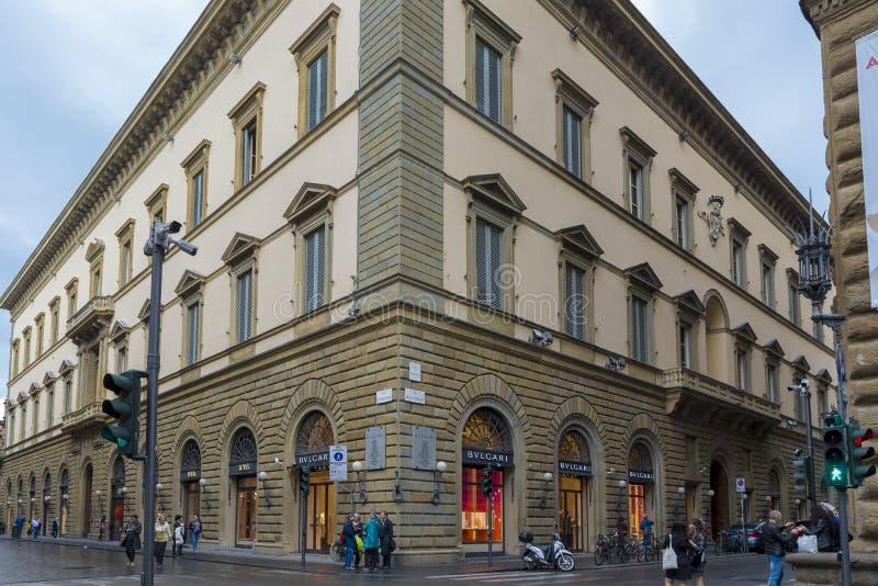Luxusboutiquen entlang Florenz prestigevoll über De 'Tornabuoni lizenzfreies stockfoto