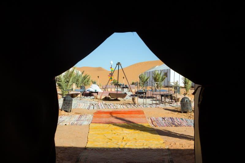 Luxuscampingzelt in der Wüste stockbilder